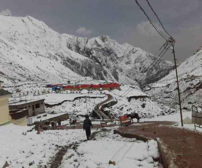 One foot snowfall in Kedarnath Dham 15950598