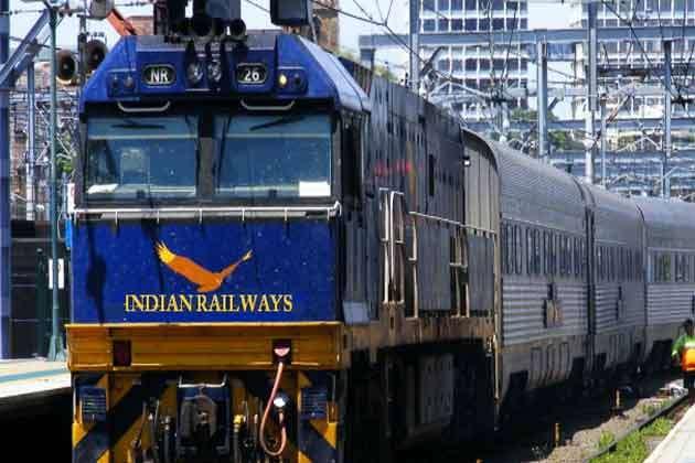 रेलवे ने लिखी वित्त मंत्रालय को चिट्ठी, ई-टिकट से हटे सर्विस चार्ज पर भरपाई को लगाई गुहार
