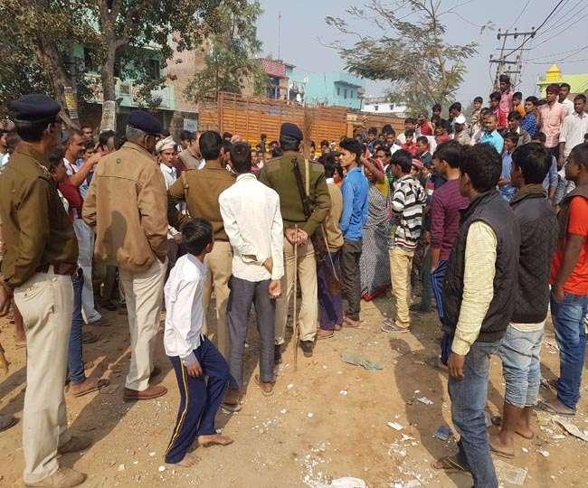 व्यवसायी की हत्या पर पटना में बवाल, महिलाओं ने पुलिसकर्मियों को झाडू से पीटा
