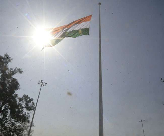भारत-पाक सीमा पर फहराया देश का सबसे ऊंचा तिरंगा