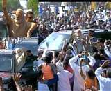 LIVE: वडनगर में मोदी, जन्मभूमि का किया अभिनंदन; कुलदेवता के मंदिर में टेका माथा