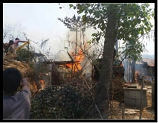अगलगी में मदरसा सहित कई घर जले