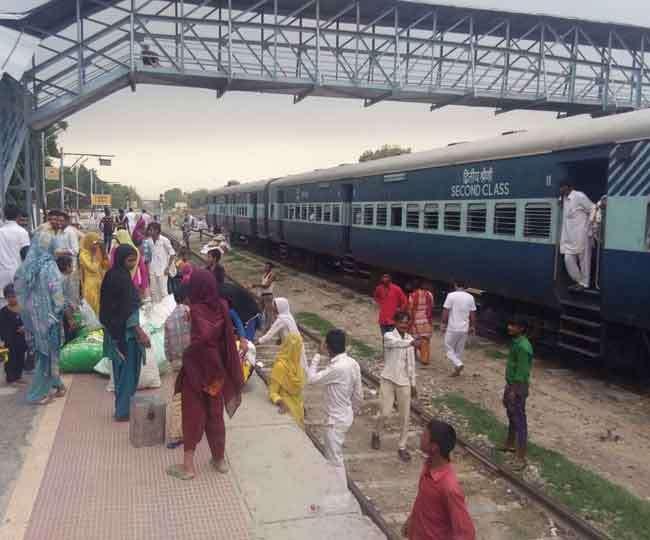सिरसा में रेल सेवा शुरू, मोबाइल डाटा बेस इंटरनेट सेवा भी बहाल