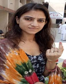 देखें तस्वीरें: गुरदासपुर सीट के उपचुनाव में कड़ी सुरक्षा में लोगों ने डाले वोट