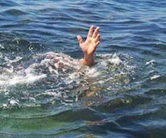 बीटेक के दो छात्रों की नदी में बहने से मौत, पांच को बचाया