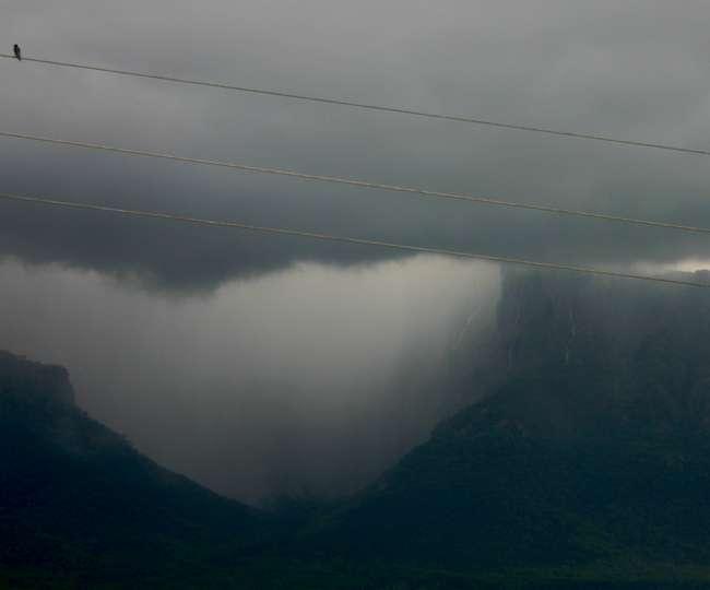 पिथौरागढ़ में फटा बादल, पांच मकान दबे; तीन लोगों की मौत