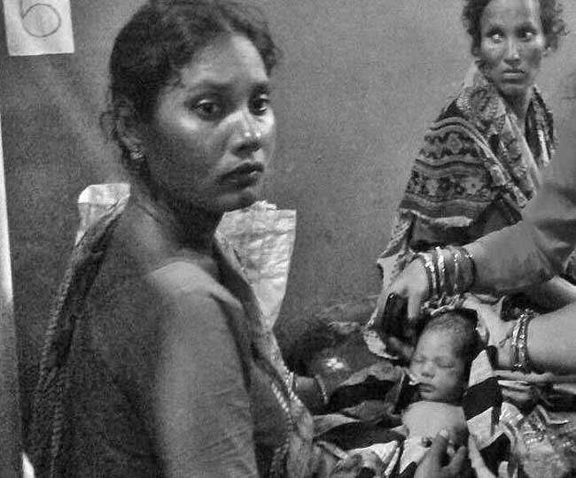 ओडिशा में गर्भवती को नहीं किया भर्ती, बरामदे में हुआ प्रसव