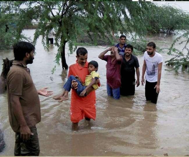 भारी बारिश से कई राज्यों में बाढ़, असम में 5 की मौत, उत्तराखंड में 2 छात्र बहे