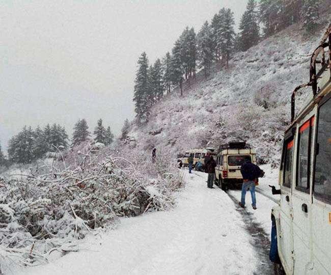 उत्तराखंड: हिमपात के बाद पहाड़ों में बढ़ी दुश्वारियां