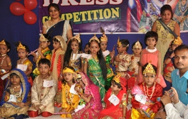 जन्माष्टमी पर फैंसी ड्रेस प्रतियोगिता आयोजित