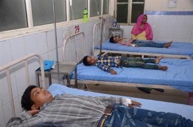टोडा एहतमाल में बुखार से पांच बच्चों की मौत