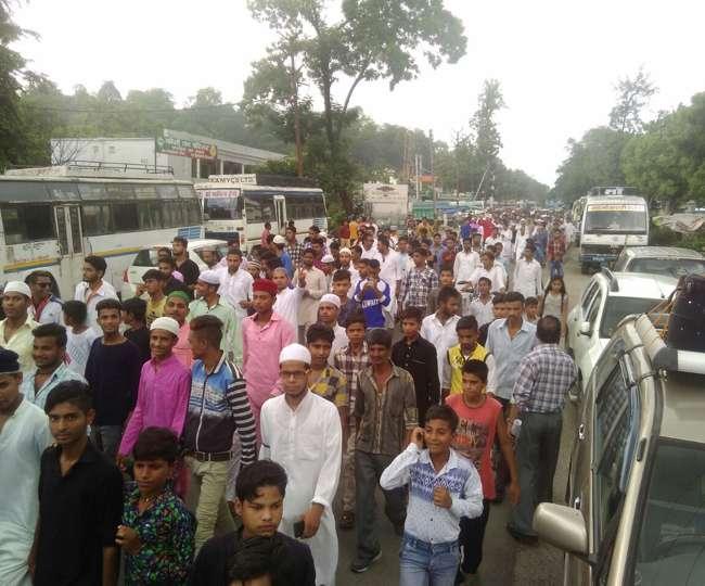 मुस्लिम समुदाय लोगों ने पाकिस्तान के खिलाफ किया प्रदर्शन