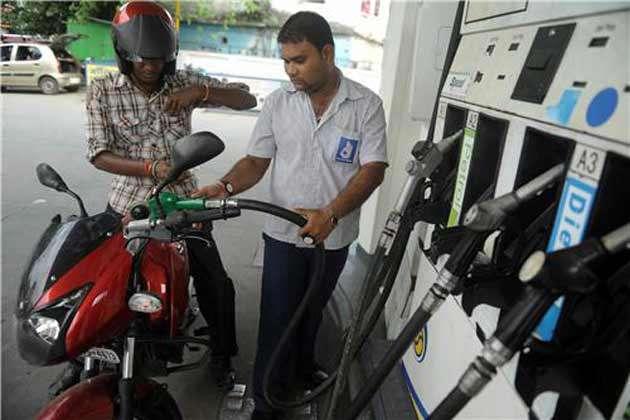 इस देश में भारत से काफी सस्ता बिकता है पेट्रोल, जानिए