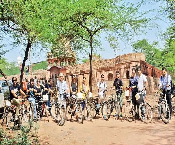 दिल्ली के पहले शहर की एतिहासिक राहें