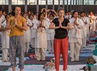 PICS: पतंजलि योगपीठ में योगाभ्यास कर रहे हैं साधक