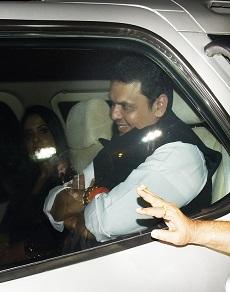 महाराष्ट्र के मुख्यमंत्री देवेंद्र फड़नविस पत्नी संग पहुंचे आमिर ख़ान के घर, देखें तस्वीरें