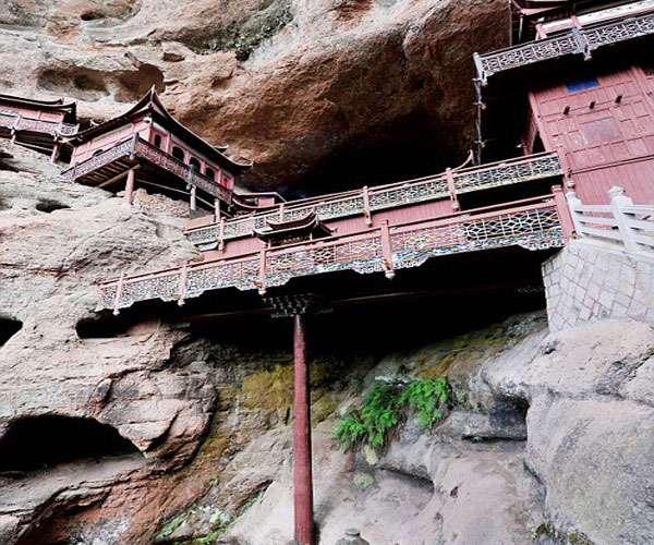 सालों से एक खंभे के सहारे खड़ा है ये अनोखा मंदिर