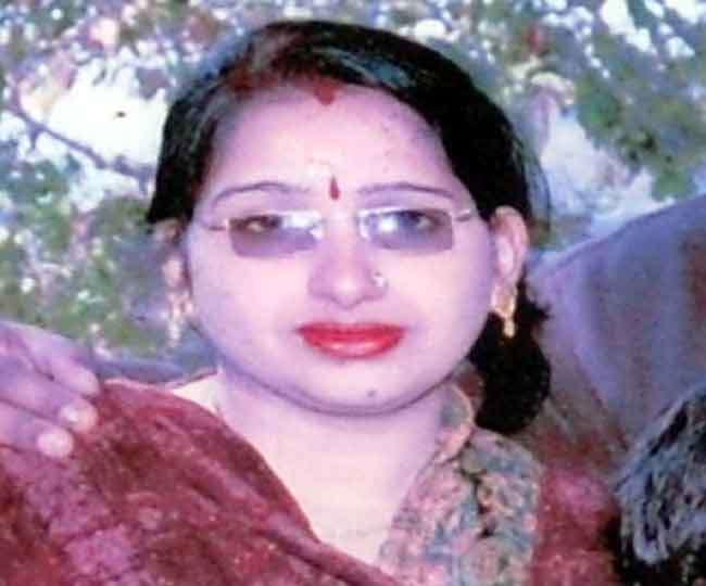 पहले गला दबाकर की पत्नी की हत्या, फिर पुलिस को कर दिया फोन