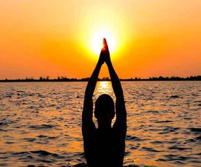 मनोकामना पूर्ति के लिए रविवार को ऐसे करें सूर्य पूजा