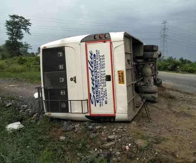खटीमा में सवारियों से भरी बस पलटी, सात यात्री घायल