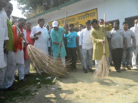 आबकारी मंत्री ने की स्वच्छता अभियान की शुरुआत