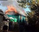 आतंकी समर्थक भीड़ ने मारे गए पीडीपी नेता का घर जलाया