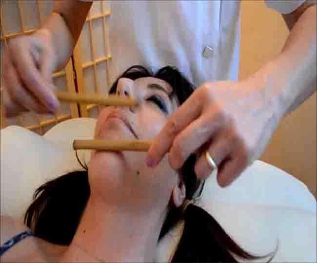 चेहरे की खूबसूरती के साथ तनाव से भी मुक्ति देता हैं बैंबू फेशियल