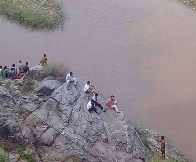 नदी में डूबा किशोर, साथियों ने छिपा दिए मोबाइल और कपड़े