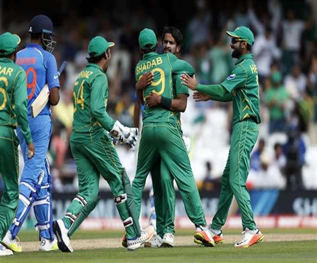 क्रिकेट मैच पर भी राजनीति से बाज नहीं आई पाक सेना