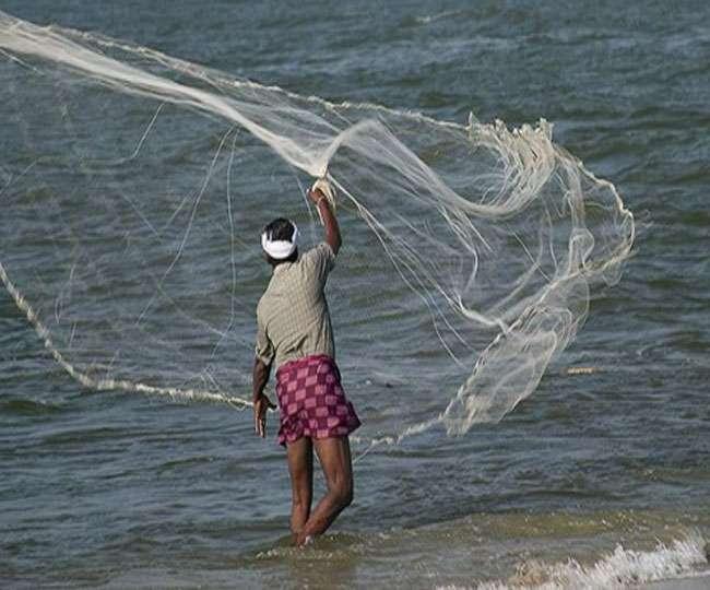 मछुआरों को समुद्र में न जाने की हिदायत
