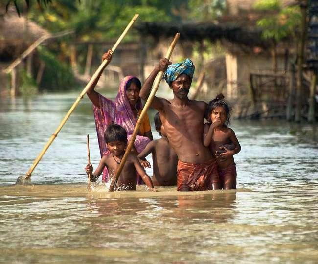 बिहार से असम तक बाढ़ का कहर, हजारों गांव जलमग्न, 300 से ज्यादा की मौत