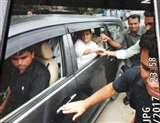 गोरखपुर: BRD हॉस्पिटल में मरने वालो बच्चों के परिजनों से मिले राहुल गांधी