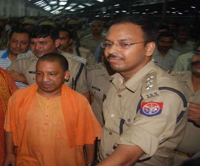 मुख्यमंत्री बनते ही योगी की बढ़ी सुरक्षा, चार सौ पुलिसकर्मी तैनात