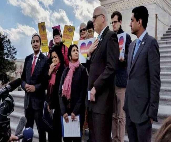 घृणा अपराध के विरोध में व्हाइट हाउस के सामने भारतीयों की रैली