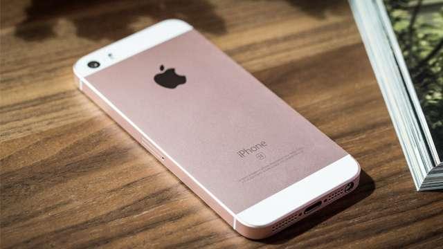 एप्पल iPhone SE पर मिल रही भारी छूट, 20000 रुपये से कम में खरीद पाएंगे फोन