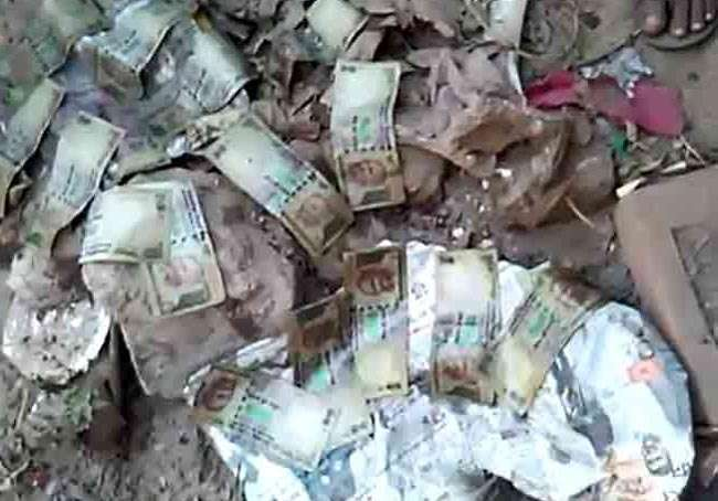 नाले की सफाई में मिले 500 और 1000 के पुराने नोट, पुलिस हैरान