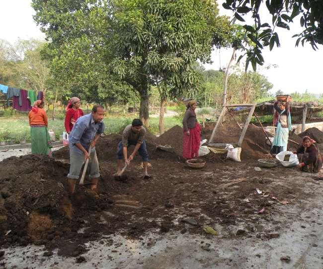 रामनगर में महिलाओं को आत्मनिर्भर बना रही है सावित्री