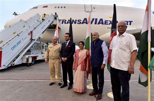 भारत-अफगान के बीच 'एयर कार्गो कॉरिडोर' शुरू, 60 टन हींग लेकर आया पहला विमान