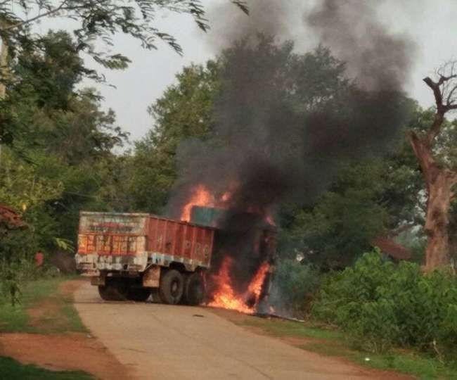 छत्तीसगढ़: ट्रक से कुचलकर महिला की मौत, लोगों ने लगाई अाग
