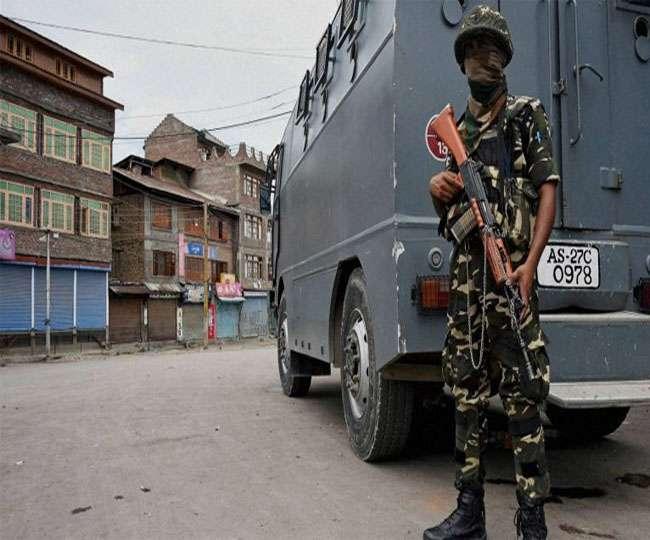 छह पुलिसकर्मियों के हत्यारे और लश्कर आतंकी बशीर की तलाश में छापेमारी