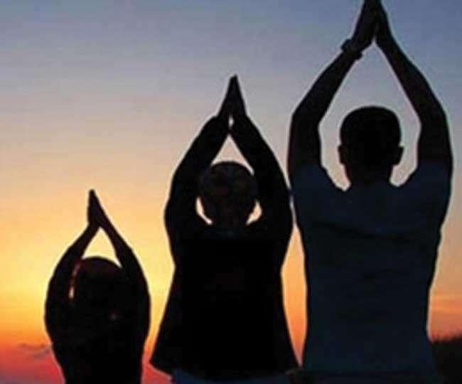 लिम्का बुक में नाम दर्ज कराने के उद्देश्य से 275 लोगों ने 108 बार किया सूर्य नमस्कार