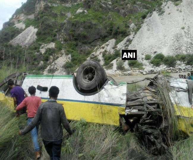 हिमाचलः रामपुर के पास बस खाई में गिरी, 28 की मौत; आठ घायल