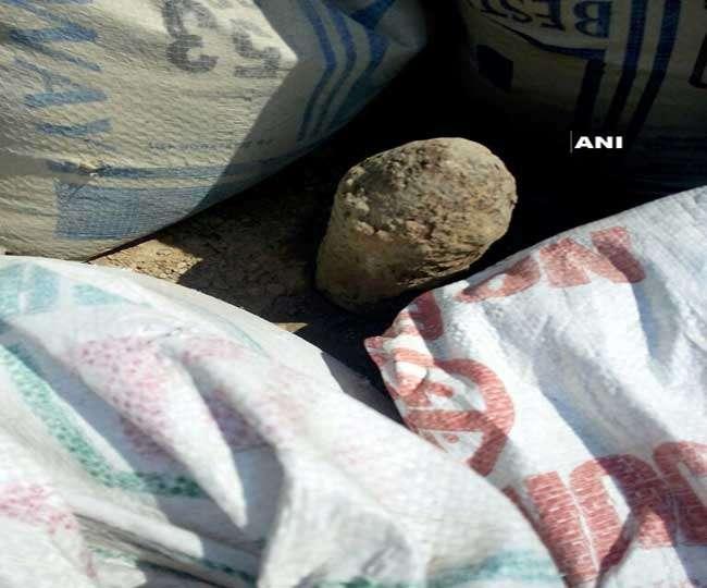 पठानकोट रेलवे स्टेशन के पास बम मिलने से हड़कंप, पुलिस व सेना जांच में जुटी