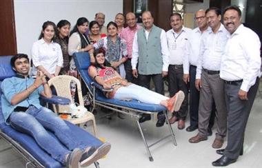 110 छात्राओं ने किया रक्तदान