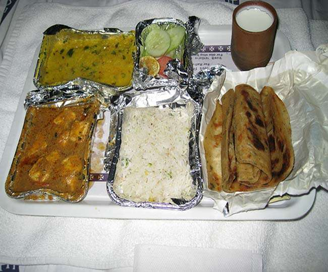 अच्छी खबर: रेलवे हर दो घंटे के बाद ताजा भोजन मुहैया करायेगा