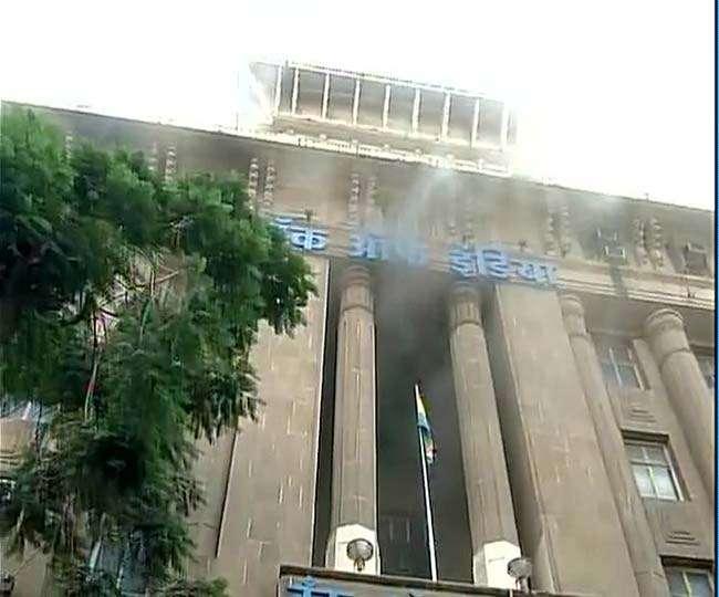 मुंबई में बैंक आफ इंडिया की इमारत में लगी आग