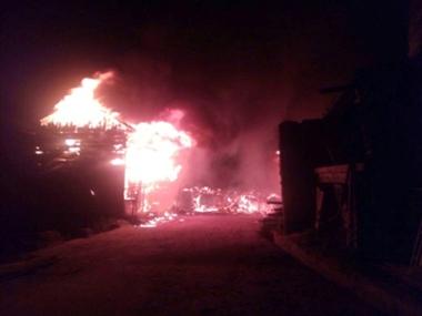 गंदोह में आग, 25 दुकानें व 14 मकान राख