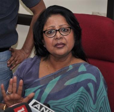 राहुल पर बरसीं बरखा तो कांग्रेस ने किया बाहर