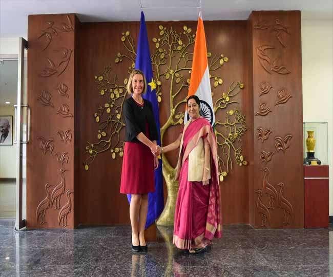 यूरोपीय संघ की विदेश नीति प्रमुख ने की सुषमा स्वराज के साथ बैठक
