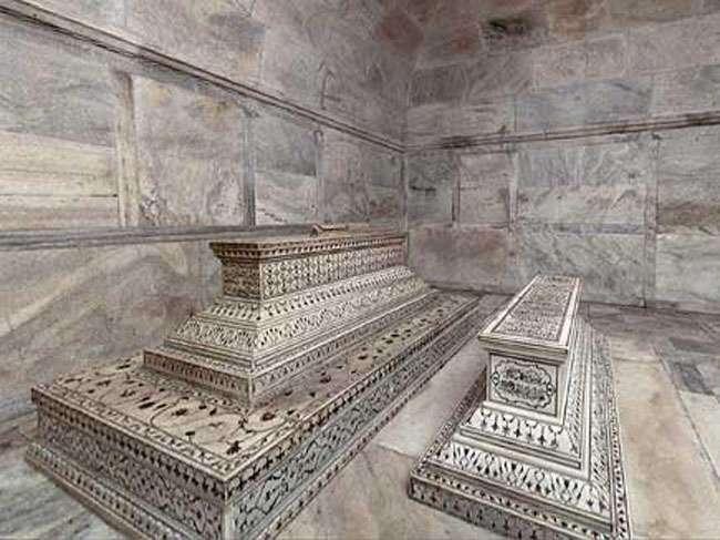 उर्स पर खुलेंगी शाहजहां और मुमताज की असली कब्रें